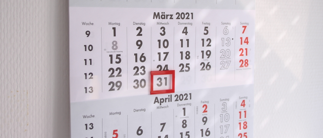 Wandkalender der den 31. März anzeigt