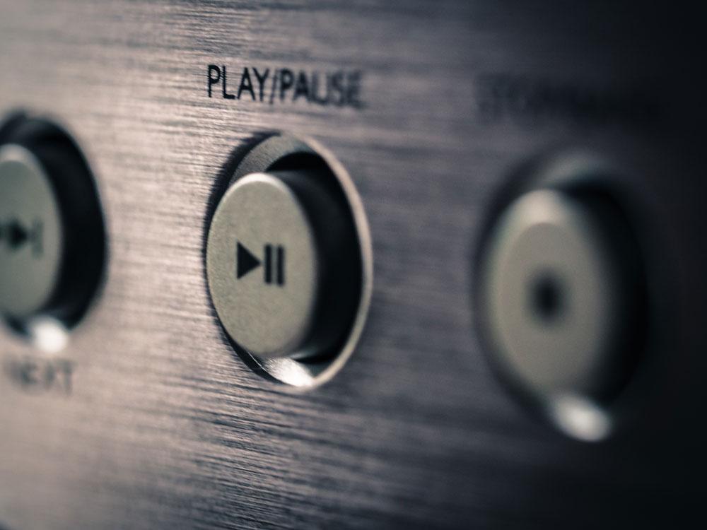 Playknopf an Musikanlage